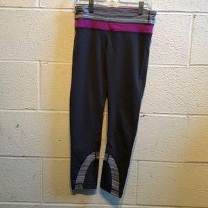 Lululemon gray,white & pink run inspire crop sz 4